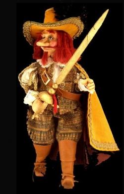 Marionnette Cyrano de Bergerac à fils, milieu du XXe siècle, originaire de Venise (Italie), bois, peinture et textile, H. 60 cm © Collection Kathia David et Thomas Sertillanges