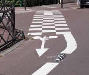 Signalétique vélo : marquage au sol adapté